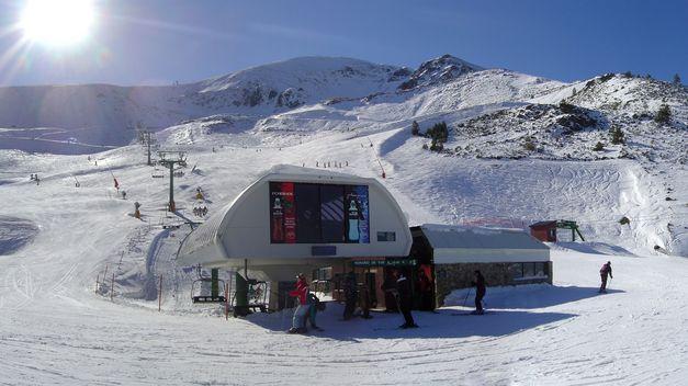 Valdezcaray-comenzara-temporada-kilometros-esquiables_TINIMA20131128_0840_5