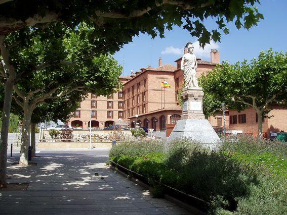 la-matrona-paseo-del-mercadal-calahorra-la-rioja-espana_275819