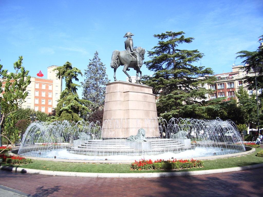 View_of_Paseo_del_Príncipe_de_Vergara_(El_Espolón)_in_Logroño